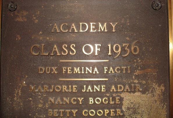 WAR Hackettstown Centenary College 'DUX FEMINA FACTI' (Verg. Aen. 1.364)